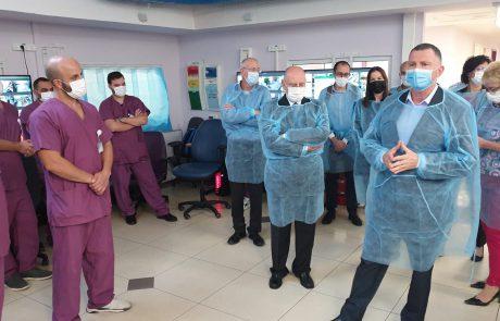 """שר הבריאות במרכז הרפואי לגליל: """"אני מקווה שחיסוני הקורונה יסייעו לנו לחזור לשגרה"""""""