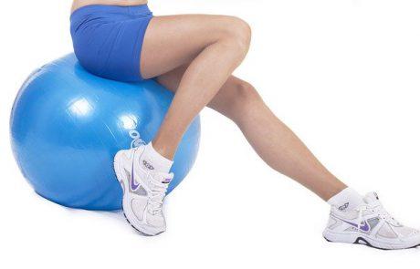 כיצד לטפל בורידים בולטים ברגליים?